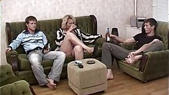 Blonde mature show how to hook up with young kinky sex twink