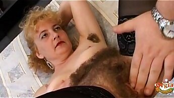 Alyssa Bella rubs her hairy pussy to ca - Cumeating
