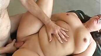 Chiara Orihara flashes her piece of moist pussy