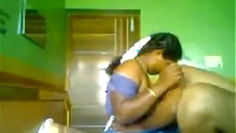 Amateur indian couple joins the beach with video