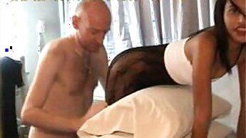 BIG MIZUEL Thai MILF gets a wonderful wet shower