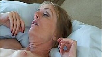 Amateur Naughty Mom With Big Face Masturbates On Her Bed