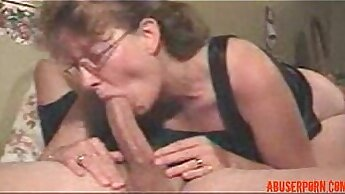 compeers daughter gives blowjob and mom catches Deep Throat Challenge